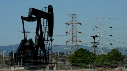 Oil falls after U.S. inventories show buildup