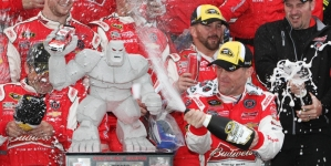 Kahne, Harvick top final speed charts at Dover