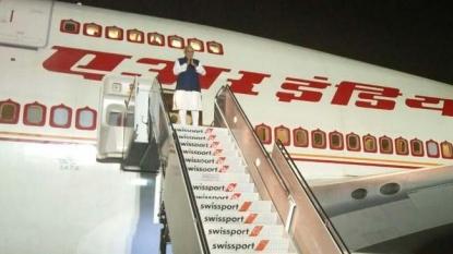 VIRAL: Modi embarrasses Mark Zuckerberg, moves him aside as he blocks his