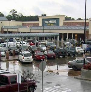 Wal-Mart cuts 450 jobs in Arkansas to be 'more nimble'-memo