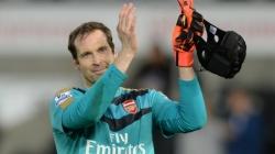 Arsenal beat Zagreb to keep hopes alive