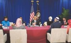 Obama condemns anti-Muslim sentiment in first mosque visit