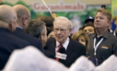 Warren Buffett boosts Apple investment, is said to be a Yahoo bidder
