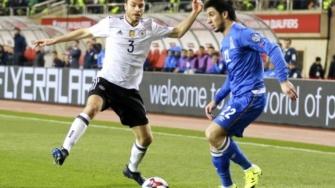 Defoe scores on return as England beat Lithuania 2-0