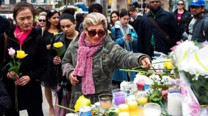 10 killed in Toronto after van strikes pedestrians
